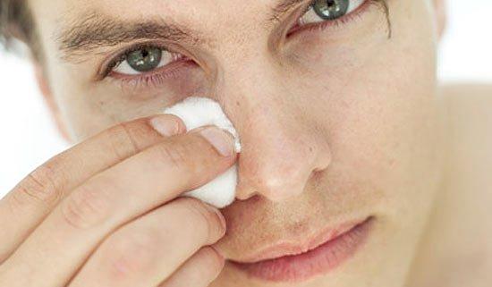 Tirar cravos no nariz