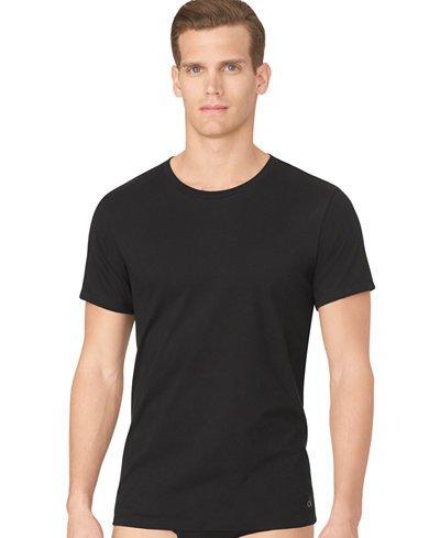 5f14dc59d7 A gola redonda é o padrão mais básico para camisas masculinas. (Foto   Macy s)